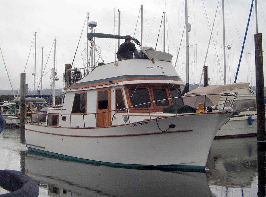 1977 chb 34 motor yacht