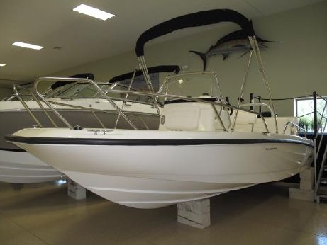 2015 Boston Whaler 180 Dauntless