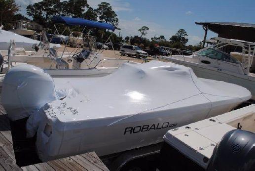 2017 Robalo 226 Cayman Bay Boat