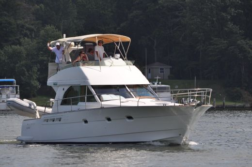 2005 Beneteau Antares 13.80 Flybridge Sedan