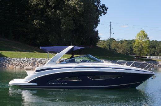 2015 Regal 32 Express with Twin 300 HP