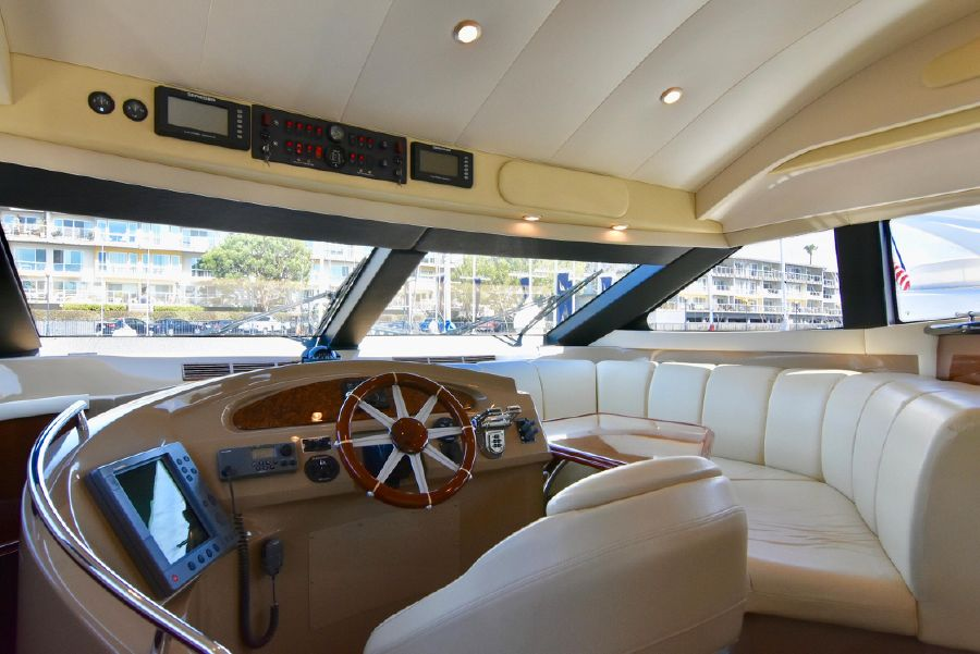 Marquis 59 Pilothouse Helm
