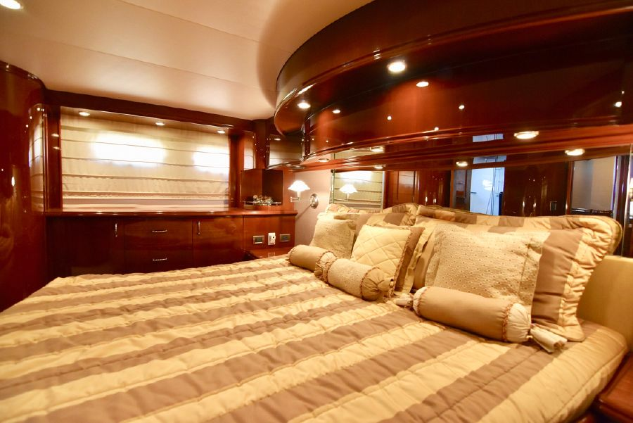Marquis 59 Pilothouse Master Stateroom