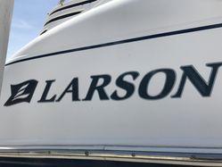 photo of  27' Larson 274