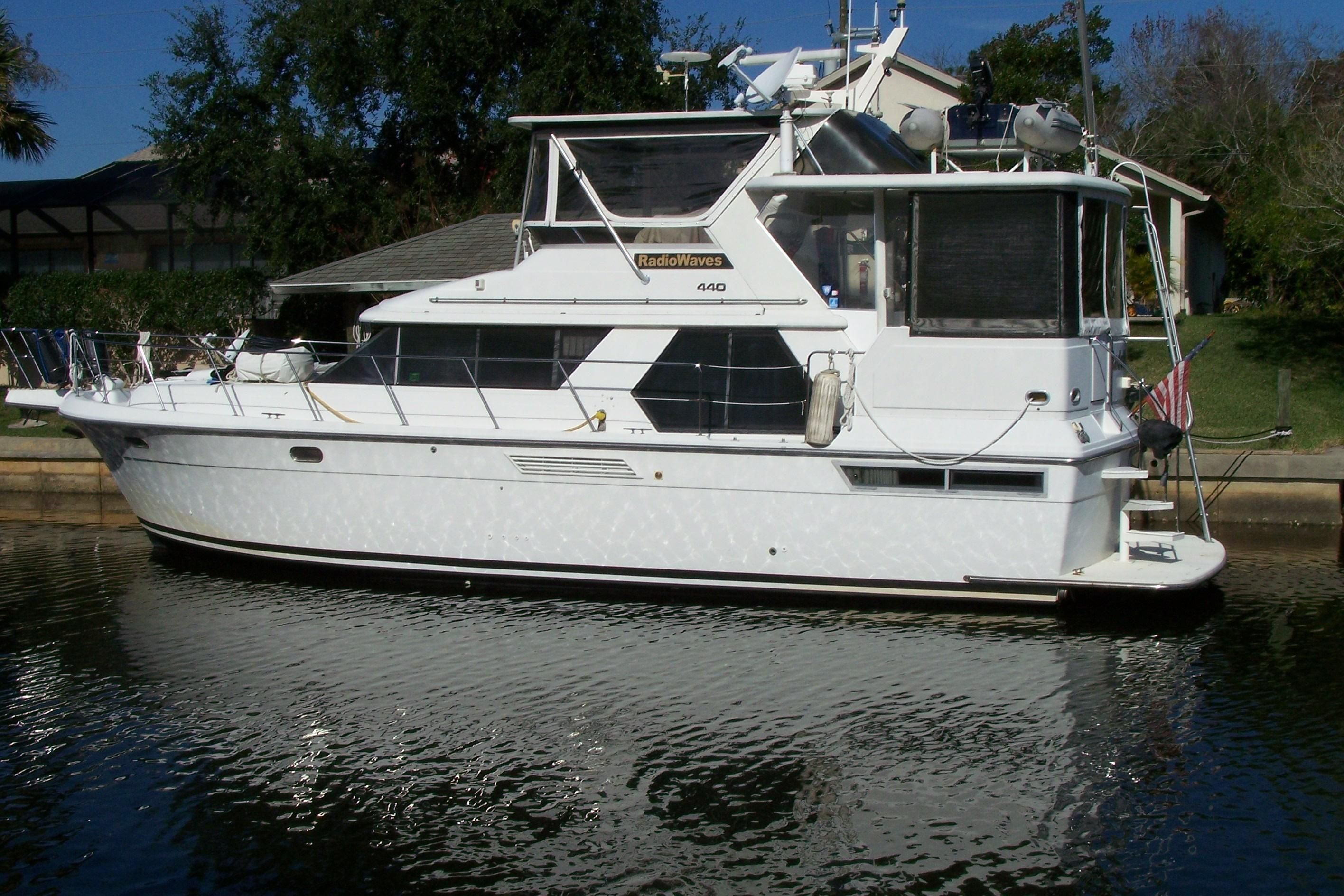 1993 Carver 440 Aft Cabin Motor Yacht Power Boat For Sale