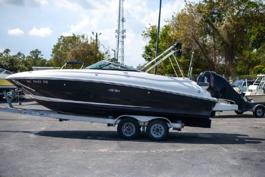 2013 Sea Ray 240 Sundeck Outboard