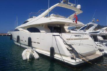 1999 Ferretti Yachts Custom Line 94