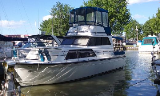 1990 Marinette 32 Sedan Flybridge