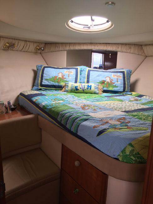 Meridian 341 Forward Stateroom Bed