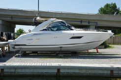 2016 Cruisers Sport Series 328 Bow Rider
