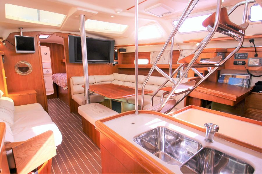 Hunter 456 Sailboat Salon Interior