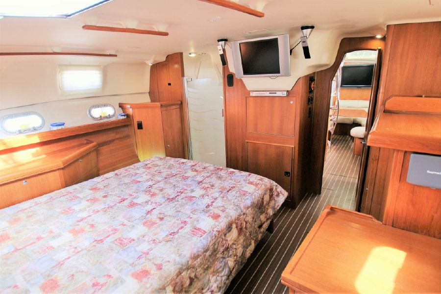 Hunter 456 Sailboat Master Bedroom