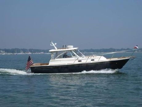 2000 Hunt Yachts 33  Hard Top