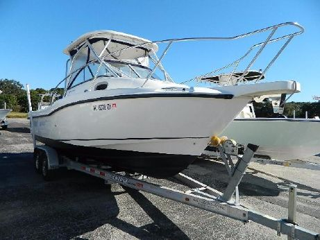 2005 Boston Whaler 235 Conquest