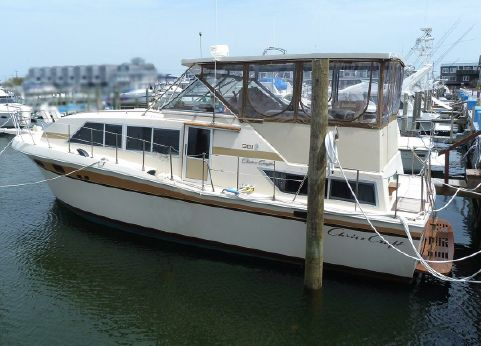 1981 Chris-Craft 381 Catalina (Carver Silverton