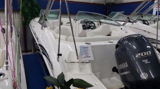 2015 Hurricane SunDeck 2200 DC OB