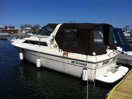 1985 Cruisers 291 Sea Devil
