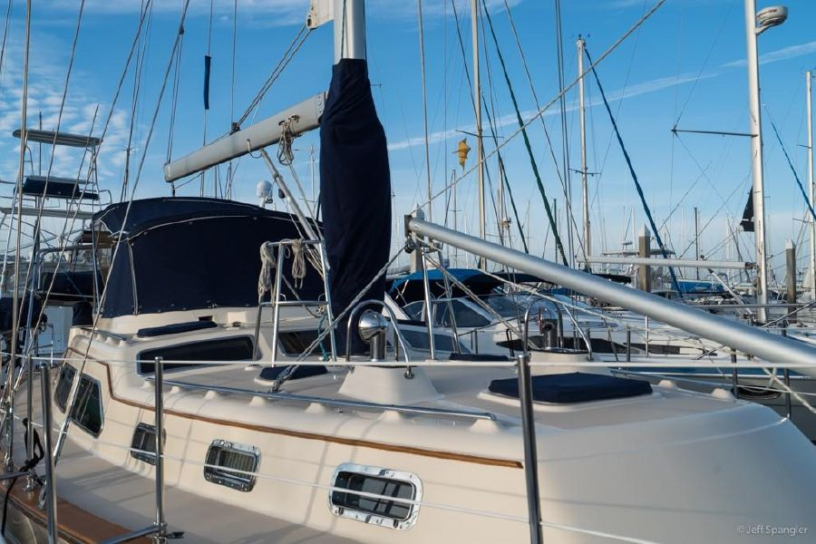 Island Packet 445 Sailboat Deck