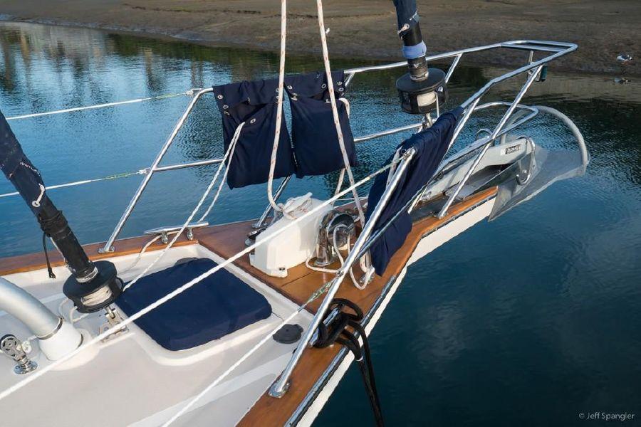 Island Packet 445 Sailboat Bow