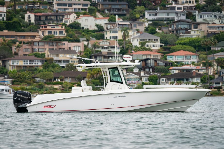 2010 Boston Whaler OUTRAGE Power Boat For Sale - www