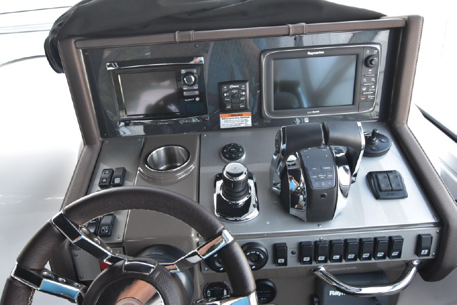 Cruisers Yachts 39 Express Coupe Helm Electronics