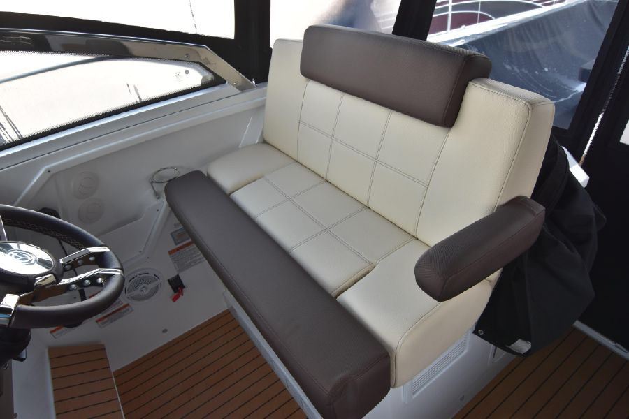 Cruisers Yachts 39 Express Cruiser Helm Seat