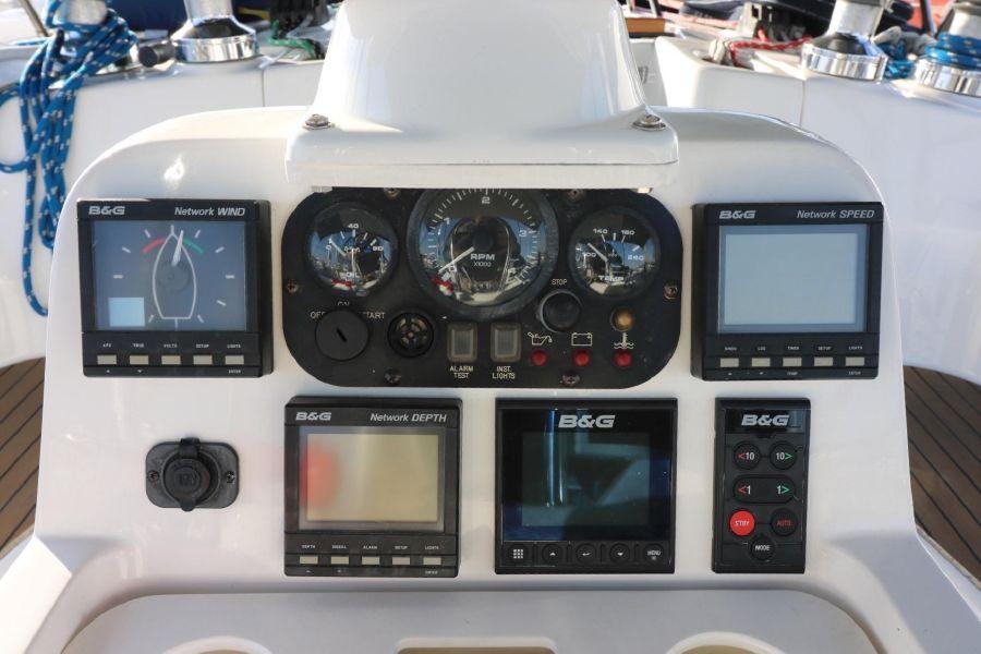 Hunter 460 Sailboat Electronics