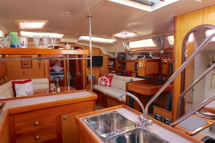 Hunter 460 Salon Interior