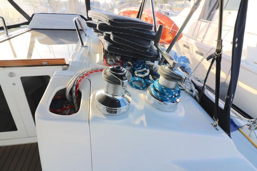 Hunter 460 Sailboat Winches