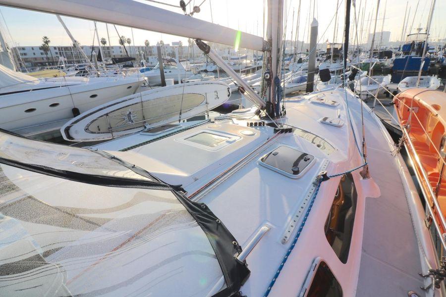 Hunter 460 Sailboat Deck