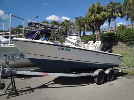 2014 Boston Whaler 190 Outrage