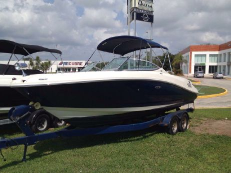 2009 Sea Ray 230 Select