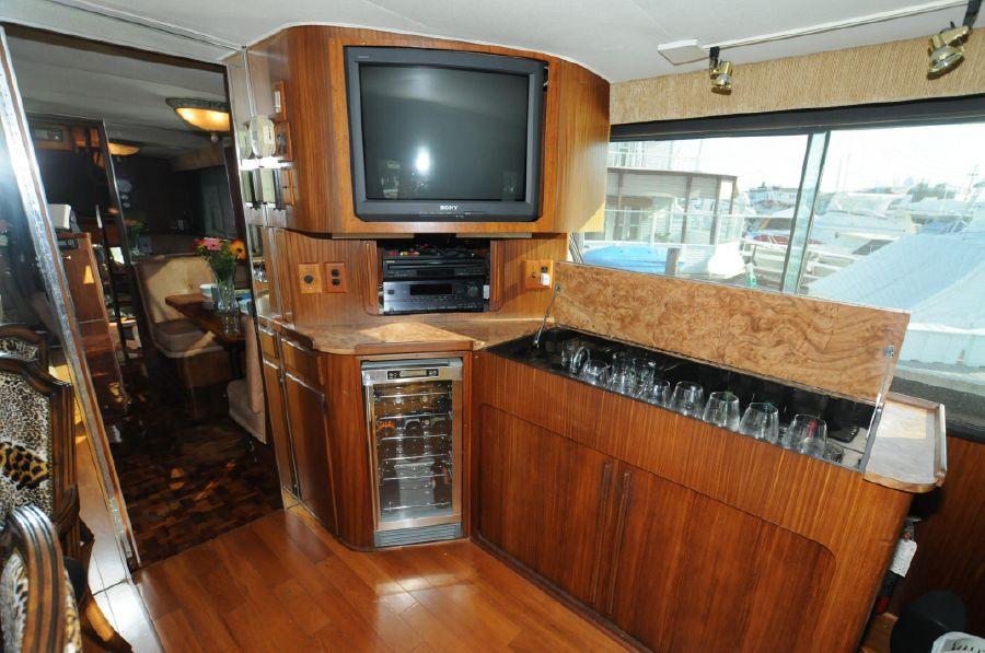 1986 Hatteras 63 Cockpit Motoryacht
