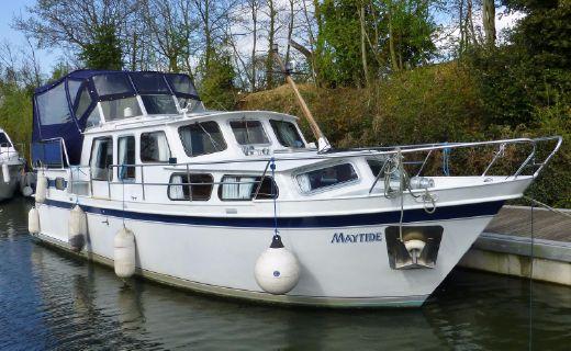1988 Stevens 37.5 Dutch Steel Cruiser