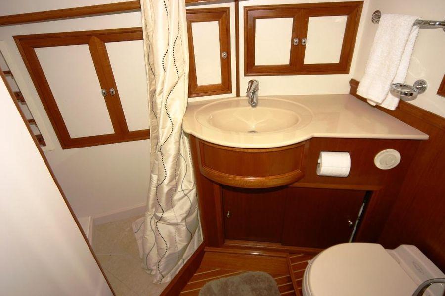 Grand Banks Eastbay 47FB Head Bathroom