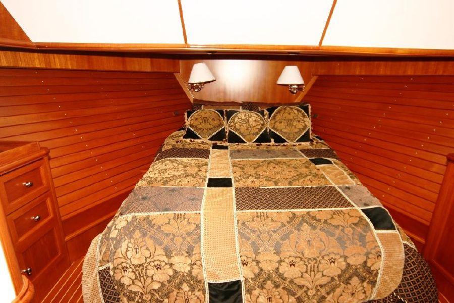 Grand Banks Eastbay 47FB Master Bed