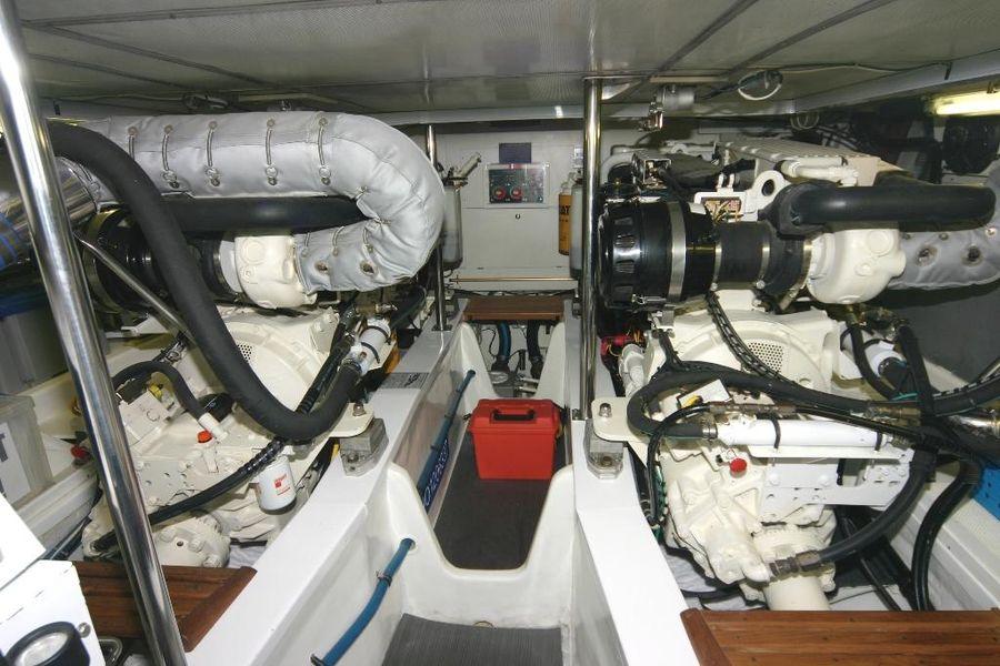 Grand Banks Eastbay 47Fb Engine room