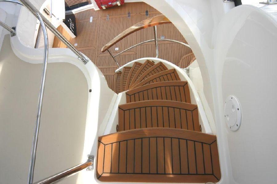 Grand Banks Eastbay 47FB Flybridge Staircase