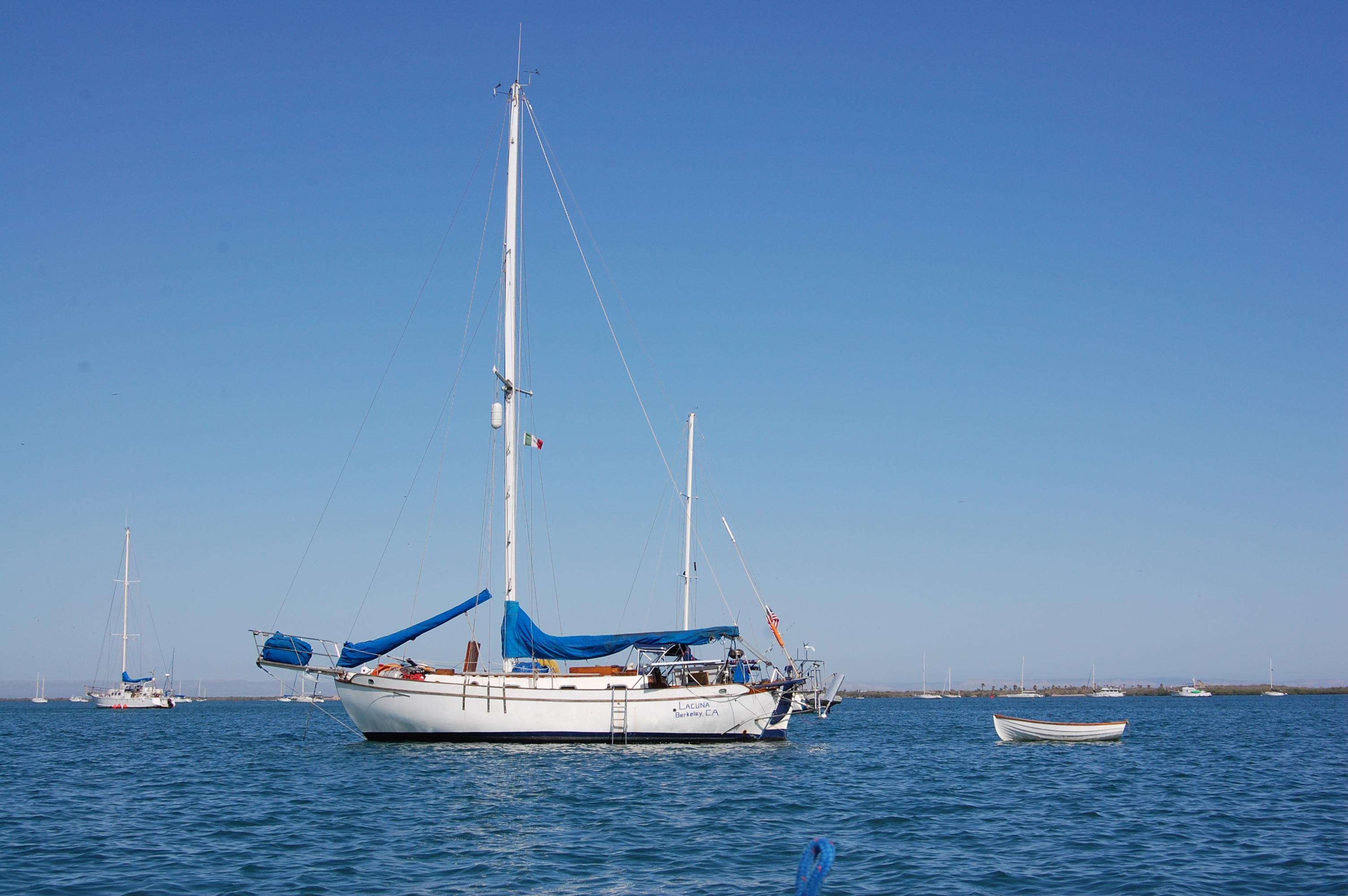 32' Westsail Cutter+Photo 9