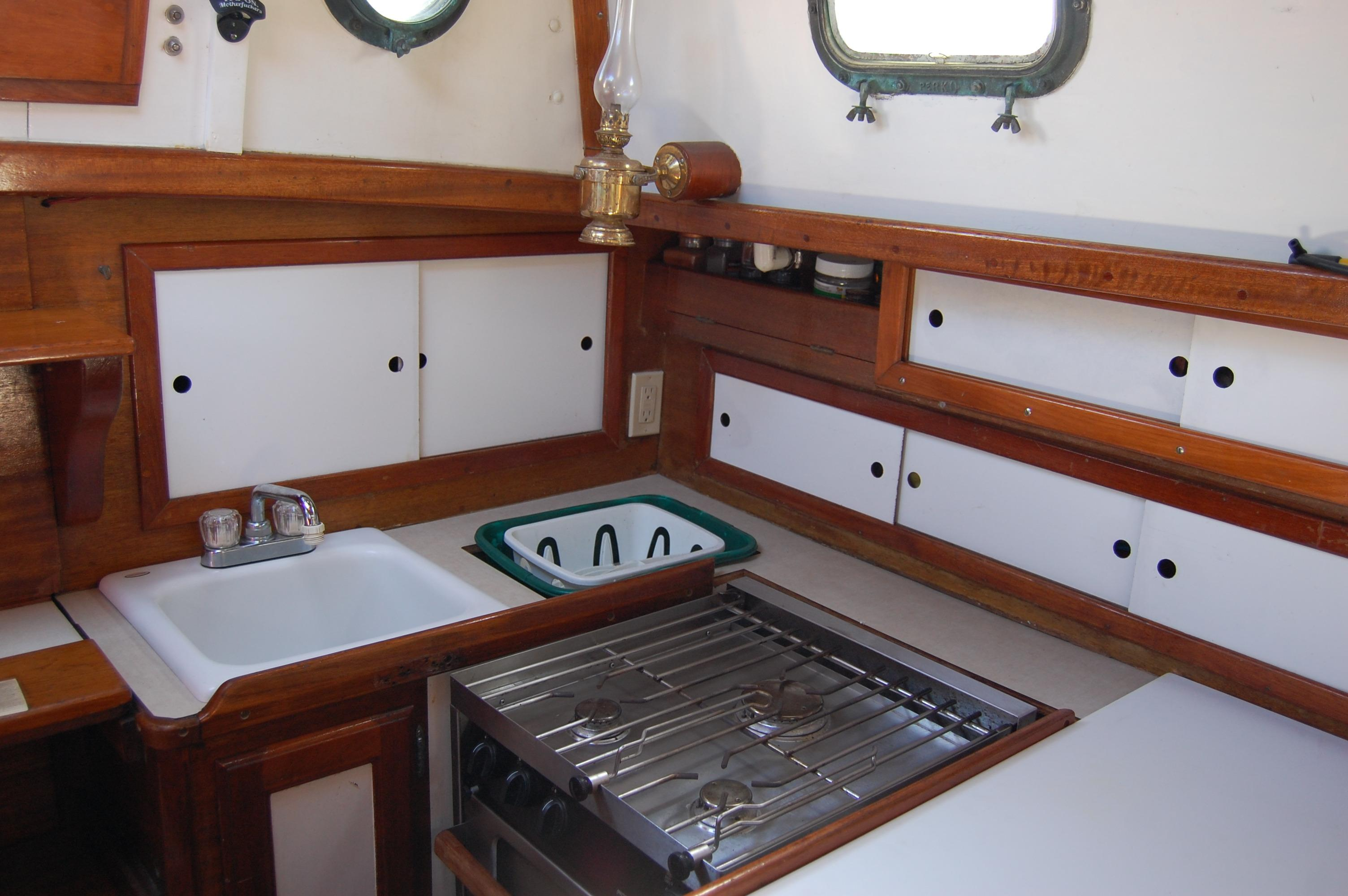 32' Westsail Cutter+Photo 29