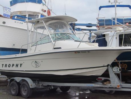 2000 Bayliner Trophy Sportfish 2052
