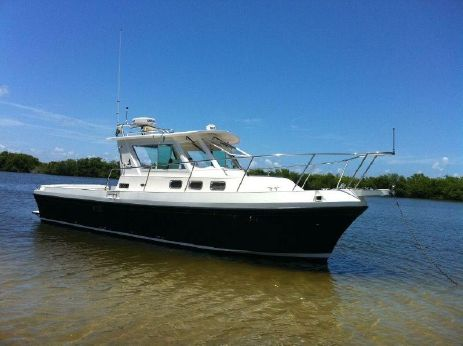 2005 Albin 28 Tournament Express Flush Deck
