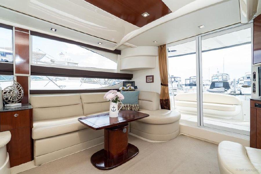 Meridian 391 Sedan Salon