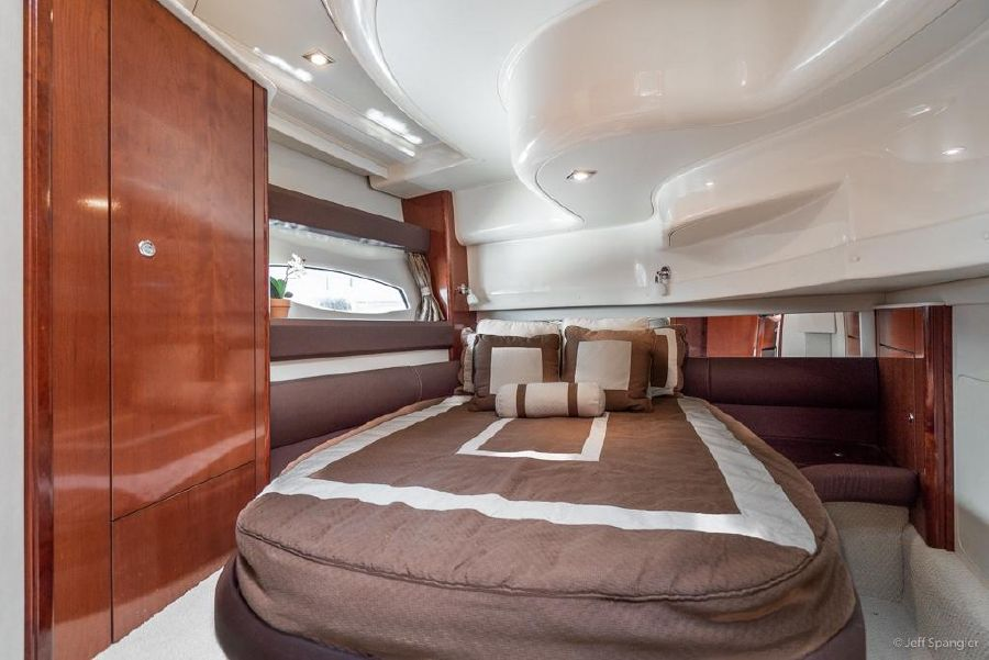 Meridian 391 Sedan Guest Bed