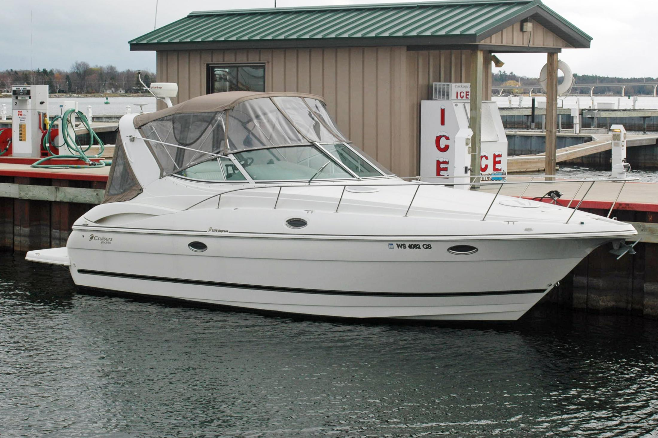 Sturgeon Bay (WI) United States  city photo : 2003 Cruisers Yachts 3275 Express Power Boat For Sale www.yachtworld ...