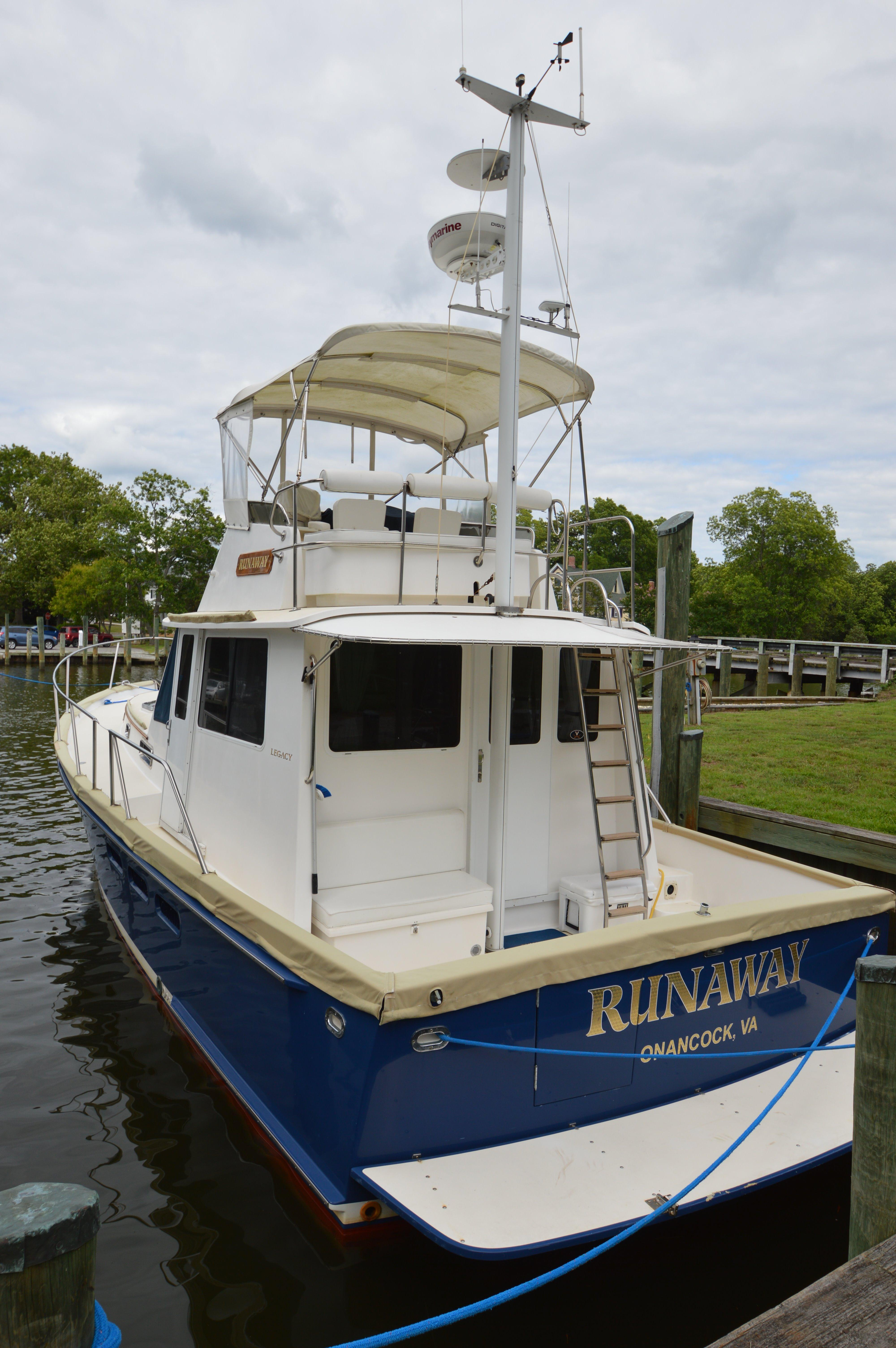 1999Legacy Yachts 40 Sedan Bridge