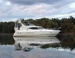 2000 Cruisers Yachts 4450 Express MY