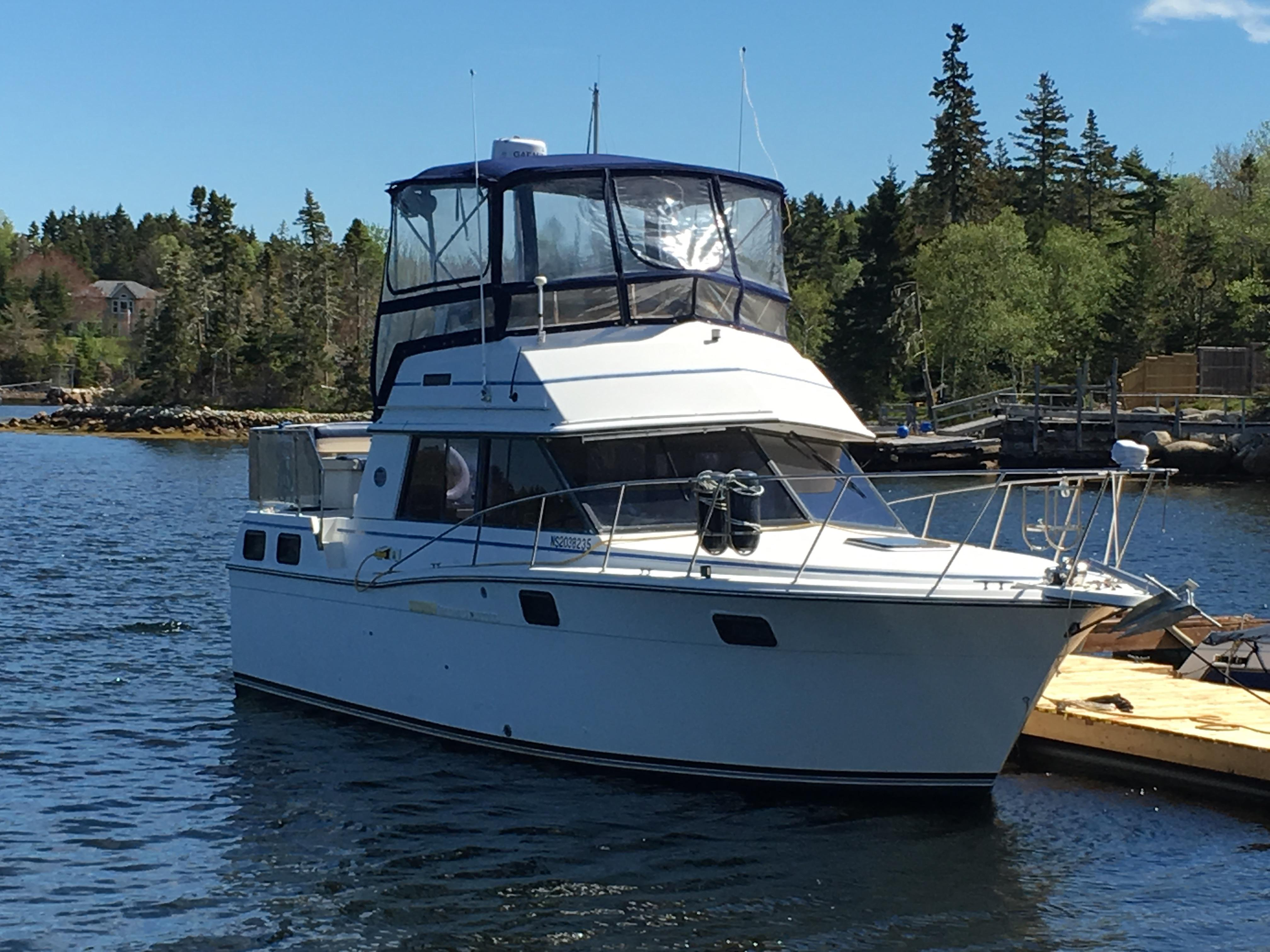 1989 CARVER YACHTS 32 Aft Cabin Power Boat For Sale - www ...