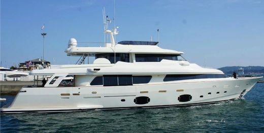 2015 Custom Line Navetta 33