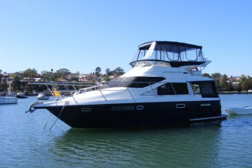 2003 Integrity 37 Flybridge